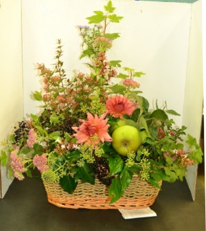 winning harvest basket arrangement by Sue Rennard